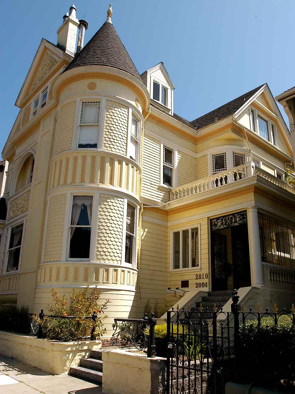 خانه های شیروانی زیبا -5 --- عکس های زیبا از خانه های شیروانی